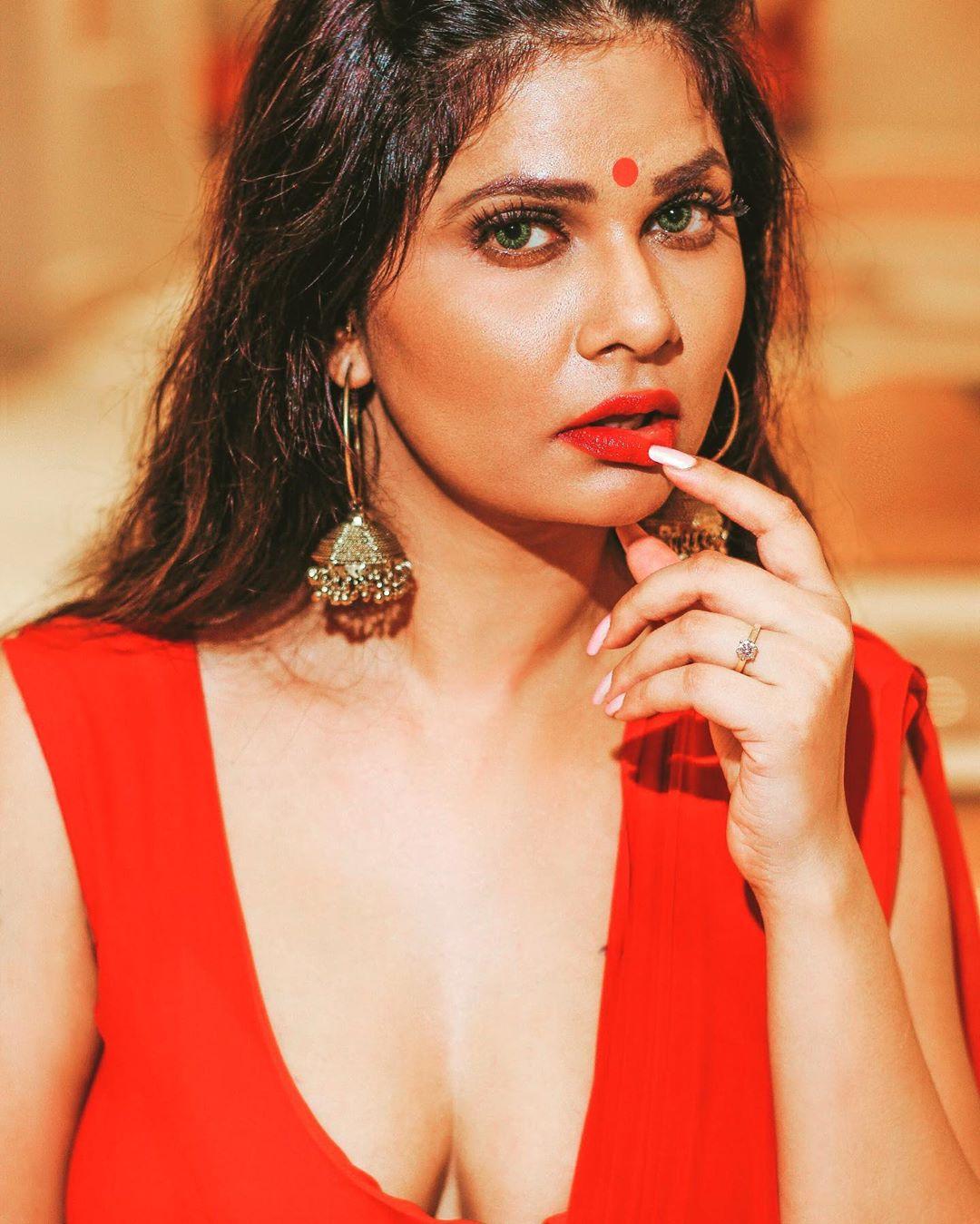 Aabha Paul hot sexy saree photos | Free download videos