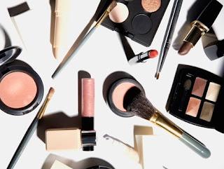 kulkas untuk tempat menyimpan alat-alat make up