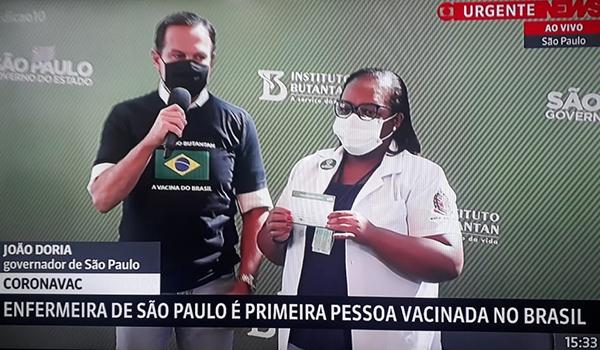 O governador João Doria e a enfermeira Mônica Calazans no evento mais importante da pandemia: o início da vacinação
