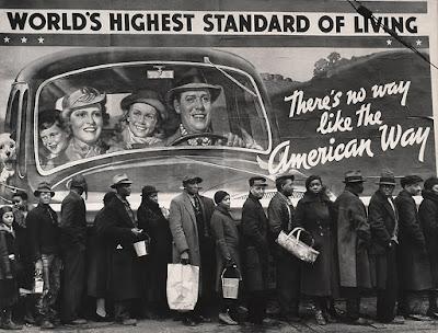 World's Highest Standard of Living, 1937  de Margaret Bourke-White. Publicada per primer cop a la revista Life el febrer de 1937, va esdevenir una icona per a molts americans durant la Gran Depressió.