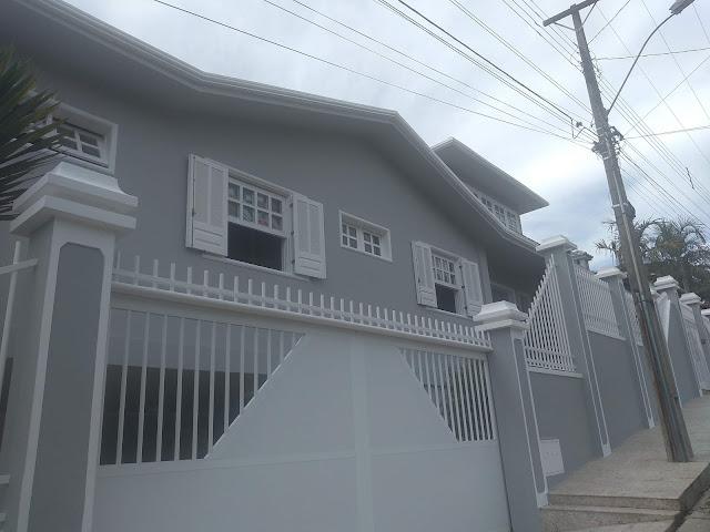 Casa pintada externo cor prata