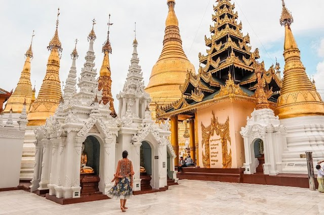 The gold inlaid and diamond enclosed temples, pagodas in Myanmar