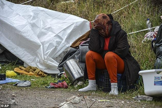 Afflusso di migranti dalla Turchia alla Grecia, per loro non c'è quarantena