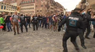 https://www.express.de/koeln/gewalt---beleidigungen-gegen-polizei-traurige-bilanz--koelns-wochenende-des-widerstands-36926070?originalReferrer=