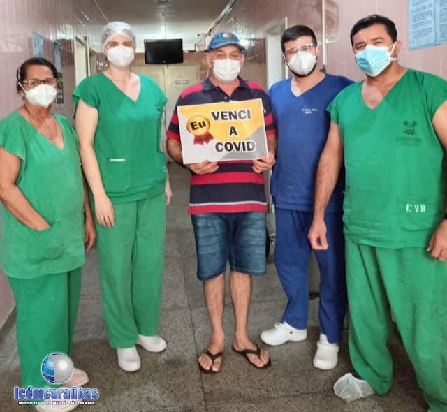 Homem de 54 anos recebe alta médica após dias internado com Covid-19 no Hospital de Caraúbas