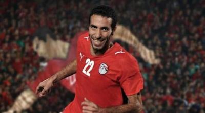 """""""فيفا"""" يهنىء """"أسطورة"""" الكرة المصرية أبو تريكة"""