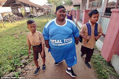 El niño más gordo del mundo regresa a clases