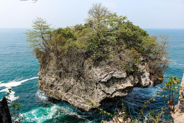 tebing karang bokor