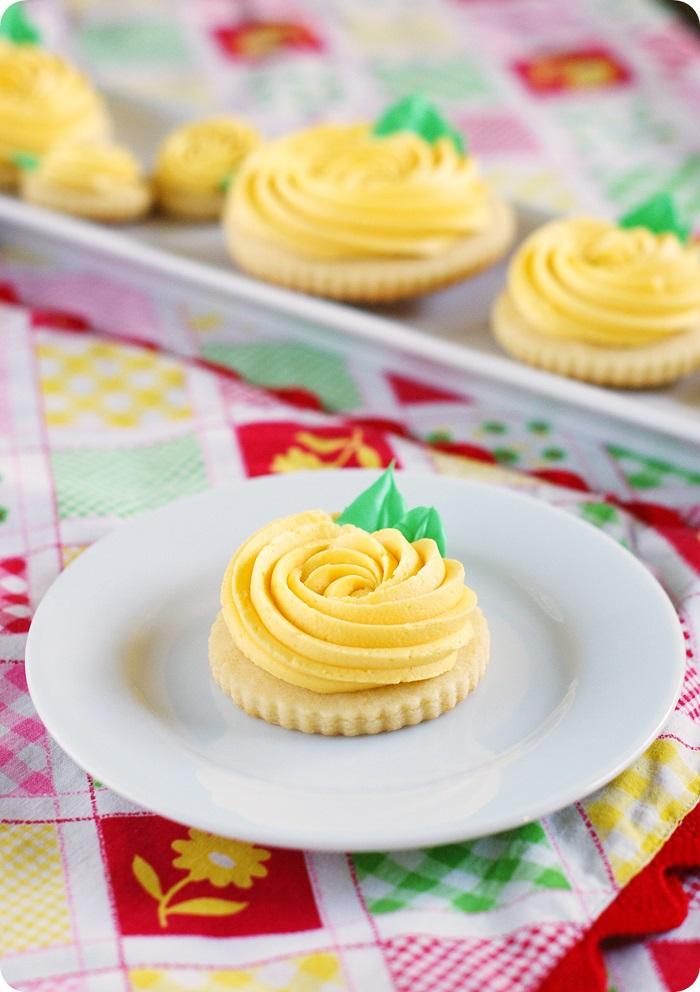 yellow rose buttercream cookies