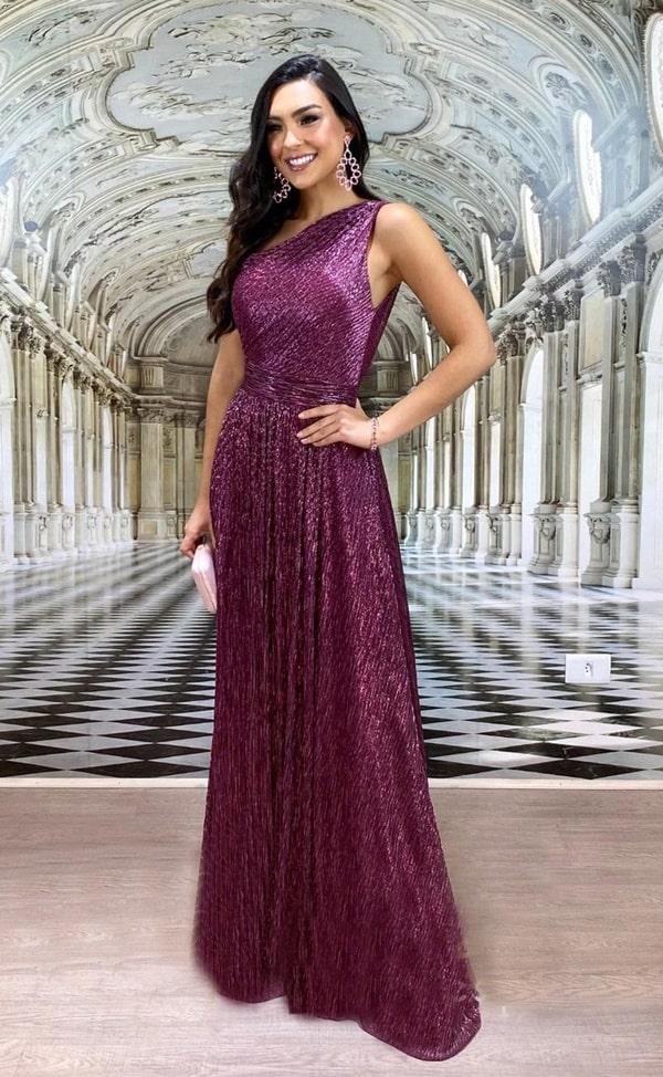vestido longo uva com brilho no tecido do vestido