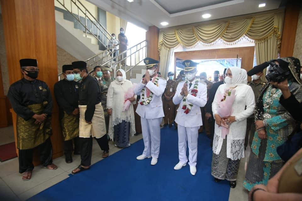 LAM Gelar Prosesi Adat Melayu Tabur Beras Kunyit Atas Dilantiknya Kembali Rudi-Amsakar Menjadi Walikota dan Wakil Walikota Batam
