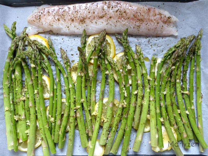 Plaque avant cuisson : asperges rôties au citron