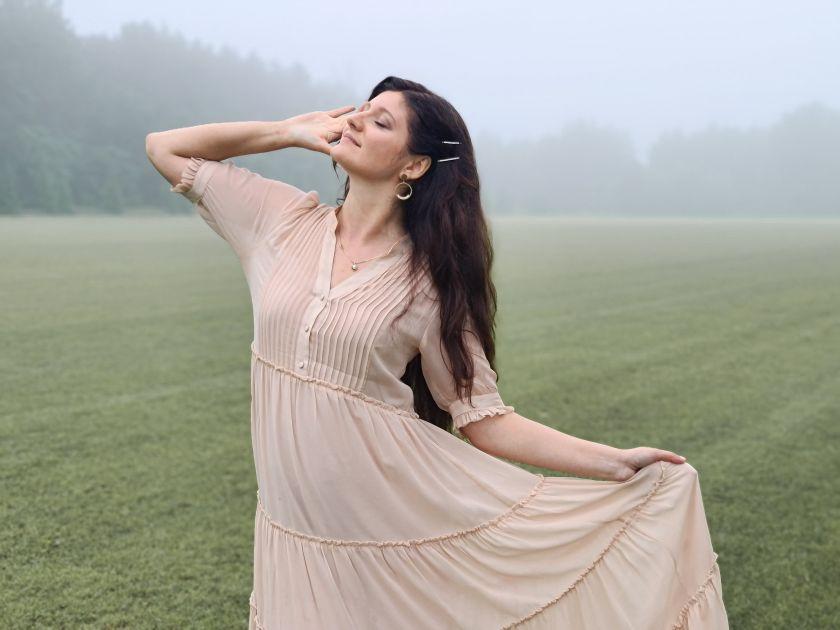 Rusałka w jedwabnej sukni -- o idealnej sukience na wesele....