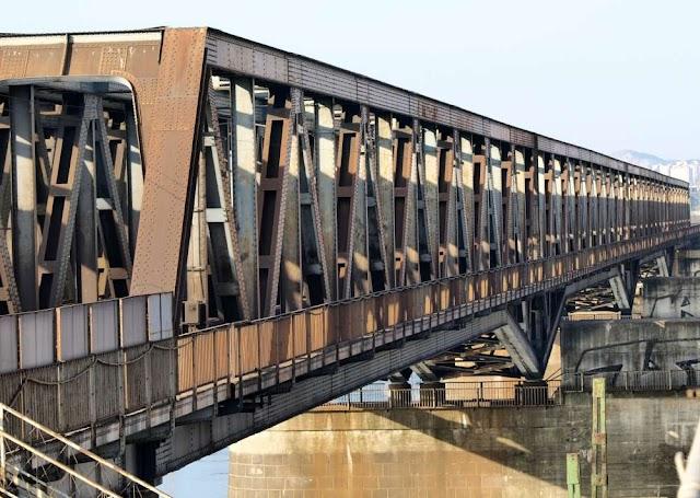 Szombattól egy vágányon közlekedik a vonat a farmosi vasúti hídon