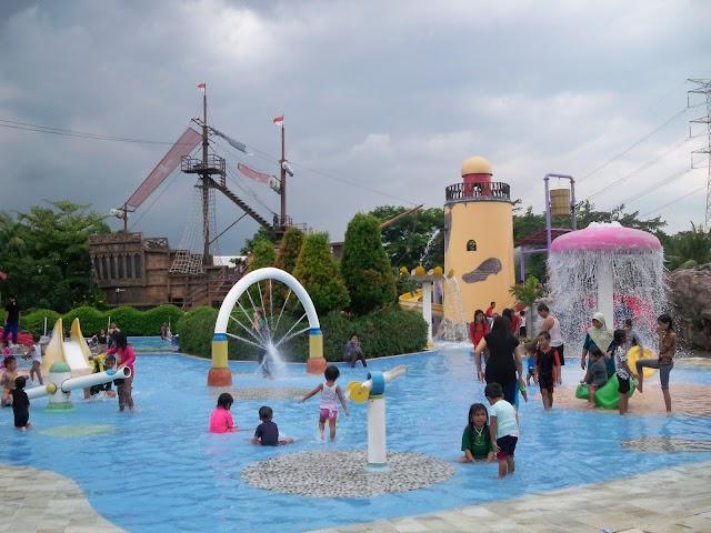 Di Hari Besar Imlek, Keluarga Manjakan Petualang Di Arena Water Park Columbus