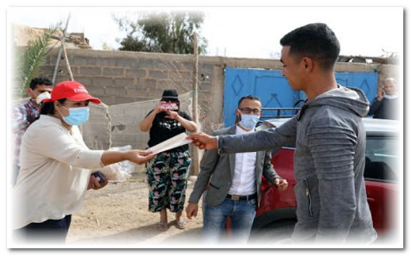 """توزيع كمامات ومواد تعقيم ضد وباء """"كوفيد 19"""" بالعطاوية"""