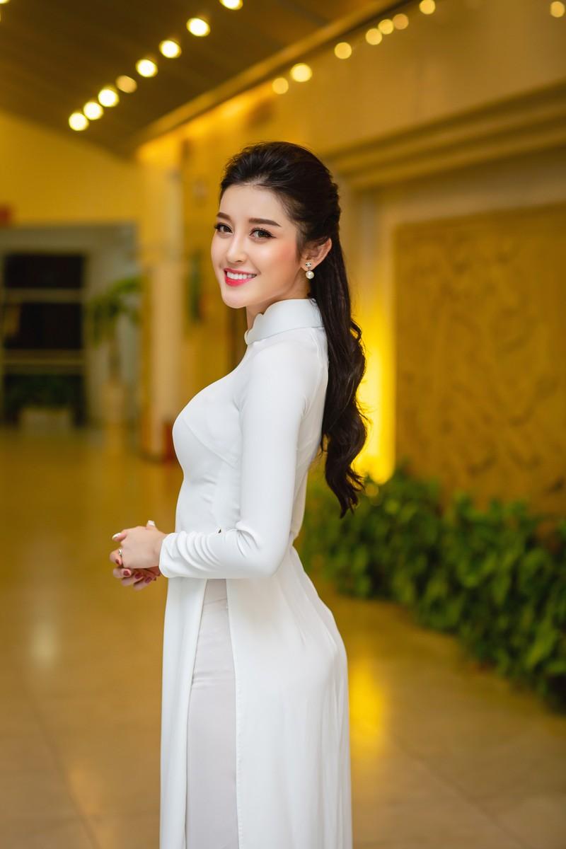 Huyền My đẹp dịu dàng trong trang phục áo dài trắng-ảnh 6