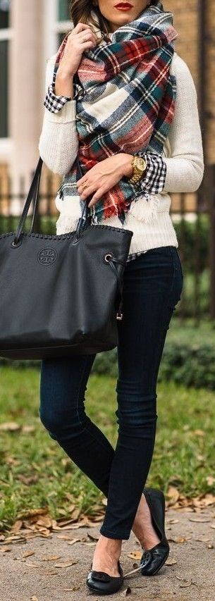 casual outfit inspiration : plaid scarf + bag + black skinnies + sweater