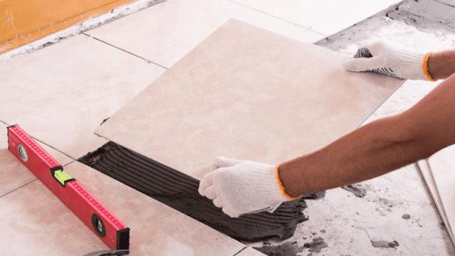 Memasang Keramik Lantai