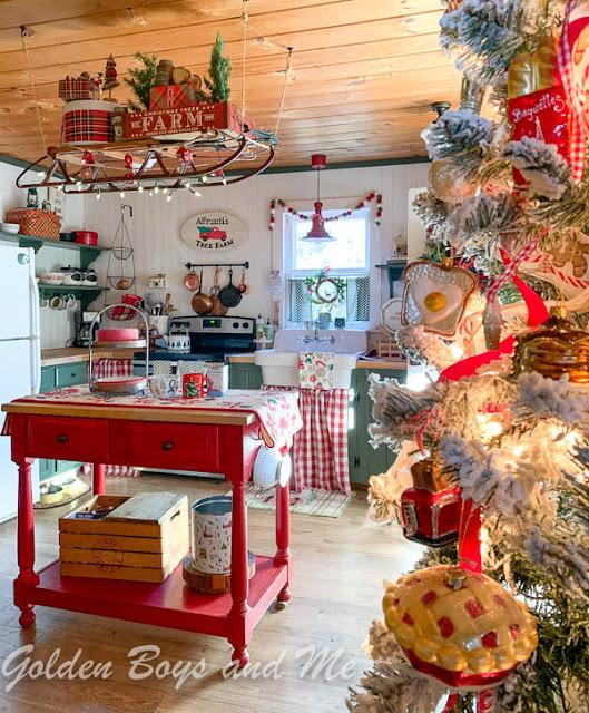 Cabin Christmas Kitchen at a mountain cabin - www.goldenboysandme.com