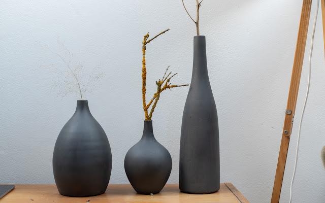 Nabarvené vázy křídovými barvami ve spreji Pinty Plus