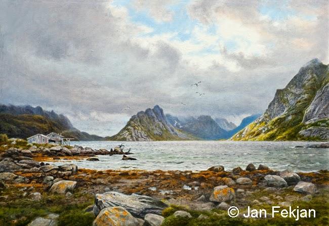 Bilde av digigrafiet 'Reine i Lofoten'. Digitalt trykk laget på bakgrunn av et maleri. Et kystlandskap med fjære, fjæresteiner, naust, skarv, fjell og fjord.  Stilen kan beskrives som figurativ, nasjonalromantisk og realistisk. Bildet er i breddeformat.