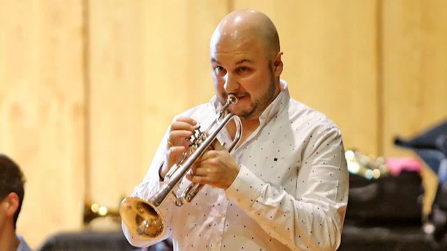 El trompetista de la Chicago Symphony Orchestra toca con la Banda Municipal