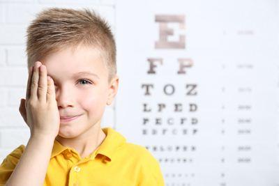 Cara Menyembuhkan Mata Silinder pada Anak