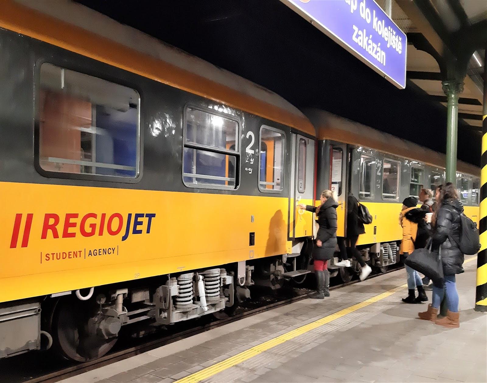 RegioJet směrem do Bohumína z Brna. Autor: Michaela Jagusztynová