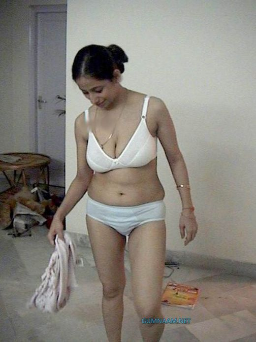 Fun cute nude asian girl