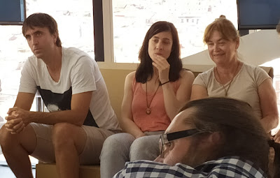 A la derecha, Mónica de Cossio es la fundadora de la ONG Be in África
