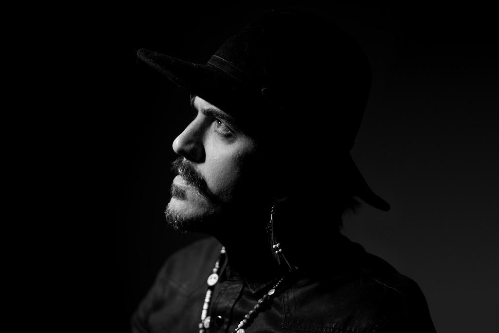 Pretexto é o single escolhido para anunciar a divulgação de Aerochumbo, álbum debutante de Trick'n'Roll, com lançamento programado para Junho.  A faixa será divulgada na sexta-feira (21) acompanhada de um videoclipe dirigido e produzido por Trick Bernardi, que está a frente do projeto musical.