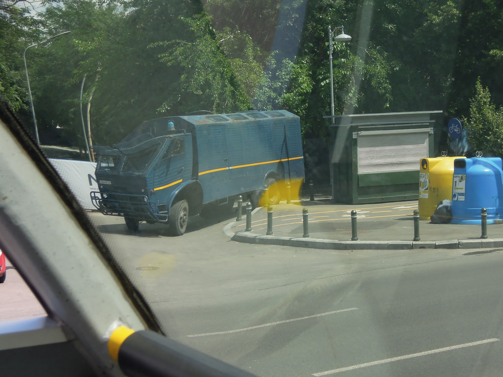 Masina a jandarmeriei, langă sediul Guvernului