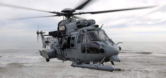 Aviones C-130 'Hércules' españoles reabastecen en vuelo helicópteros 'Carcal' franceses