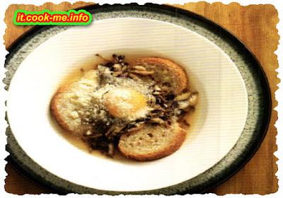 Zuppa con trevisana, uovo e grana