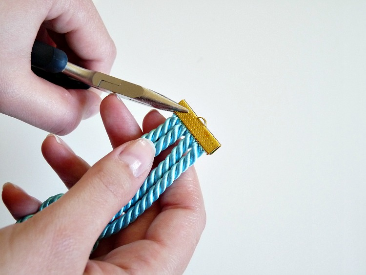 How to use a ribbon crimp end