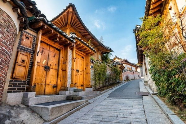 หมู่บ้านบุกชอนฮันอก (Bukchon Hanok Village: 북촌한옥마을)