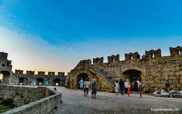 Porta de São Paulo, um dos acessos à Cidade Medieval de Rodes