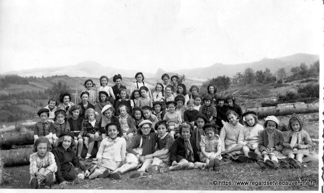 colonie de Rochefort-Montagne en 1945.