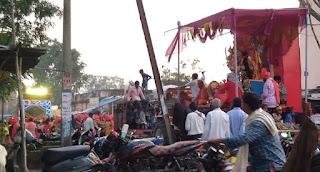 धूमधाम से मना दशहरा, दुर्गा विसर्जन में मांझी समाज ने निकाली आकर्षक वेशभुसा में झांकी