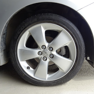 タイヤ交換が終わったプリウス