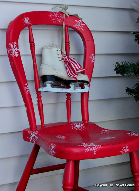 paint an inexpensive thrift store chair for Christmas