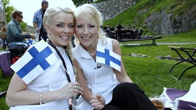 Finlandia: El país más feliz del mundo y gobernado por mujeres muy jóvenes