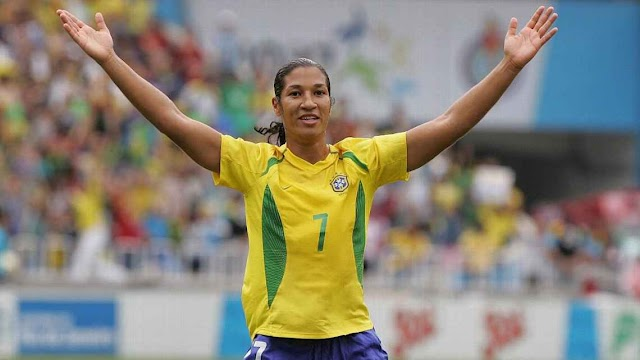 Heroínas do Futebol: Daniela Alves #05