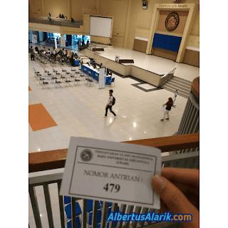 Antrian Saat Pendaftaran Ulang Universitas Airlangga 2019