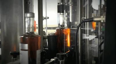Envasamento de conhaque cognac