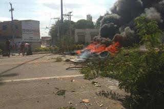 http://vnoticia.com.br/noticia/1291-moradores-do-parque-nova-canaa-liberam-br-101-apos-protestos