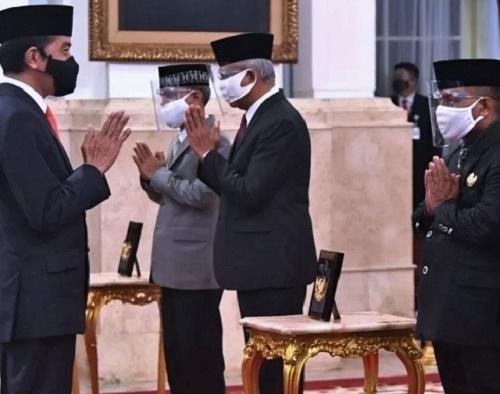Presiden RI Menganugerahkan Gelar Pahlawan Nasional, Berikut Nama yang Ditetapkan