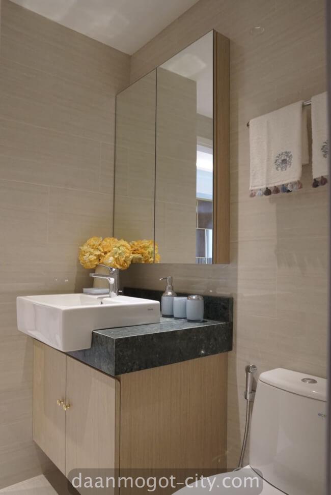 show unit toilet apartemen damoci