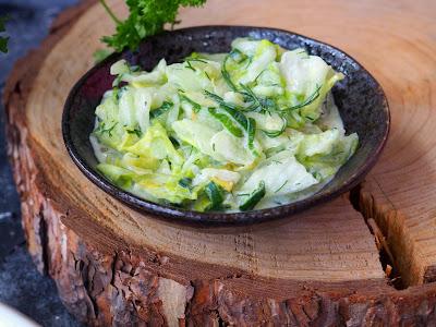 Surówka z sałaty i ogórków